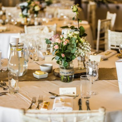 Hessian table runners are a great addition to the rustic feel.