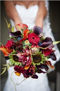 Beautiful autumnal colours in a brides bouquet.